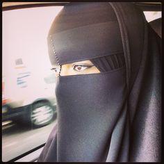 Niqabi Arab Girls Hijab, Girl Hijab, Muslim Girls, Muslim Women, Hijab Niqab, Muslim Hijab, Hijab Hipster, Hijab Makeup, Niqab Fashion