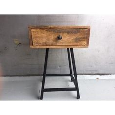 Industrial Design Furniture, Wood Furniture, Tv Vintage, Nightstand, Bedside Tables, The Hamptons, Building A House, Iron, Interior Design