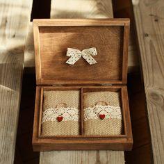 Subtle and simple ring box - BODA - Wedding Ring Custom Wedding Favours, Wedding Favor Bags, Personalized Wedding Favors, Wedding Boxes, Wedding Frames, Wooden Ring Box, Wooden Rings, Ring Holder Wedding, Wedding Rings