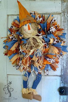 DIY Scarecrow wreath with legs, tutorial by Trendy Tree using frayed edge burlap mesh, ribbons, work wreath, scarecrow head and legs. Scarecrow Crafts, Scarecrow Wreath, Halloween Crafts, Holiday Crafts, Scarecrows, Scarecrow Ideas, Holiday Decorations, Scary Scarecrow, Halloween Stuff