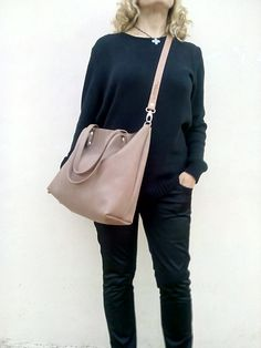 ~~ Bag Made with great care and love of Italian leather       Been designed to be worn in all case.  ~~ Italian soft  leather       Nude leather bag           Shoulder tote...