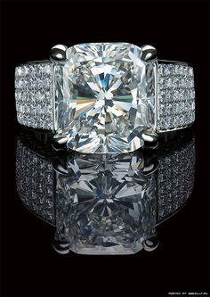 Elegante joyería con piedras preciosas