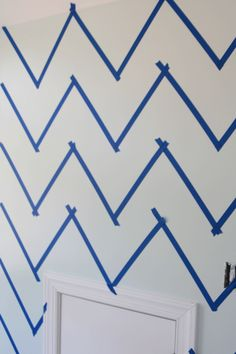 Eazy way to do Chevron walls.... as long as you're allowed to paint! Chevron wall stencil tutorial