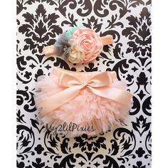 This listing is for a Ruffle Bottom Bloomer & Headband . Set Features Peach Ruffle Bum bloomer with Satin bow . Paired up with our beautiful Flower headband that would look gorgeous on your sweet baby girl. Headband is Soft and Stretchy and will not leave marks on little ones head. Set