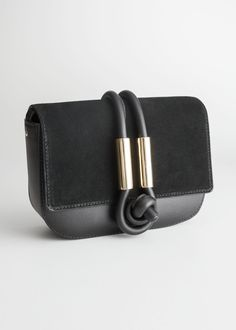 An awesome variety of control, evening bags& designer clutches. Leather Crossbody Bag, Clutch Bag, Leather Handbags, Leather Bags, Clutches For Women, Minimalist Bag, Types Of Bag, Black Cross Body Bag, Leather Design