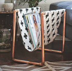 DIY copper magazine rack but could also make it into a kitty hammock Home Design Decor, Diy Home Decor, Magazine Stand, Magazine Rack, Style Me Pretty Living, Le Tube, Cute Office, Copper Tubing, Decorating Your Home