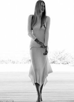 Elle Macpherson flashes killer curves in Harper's Bazaar shoot #dailymail