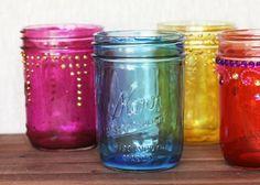 Breng meer kleur in huis door glazen potjes in elk gewenste kleur te beschilderen.
