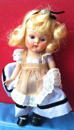 NEAR MINT vintage Alice Vogue Ginny strung doll with centersnap shoes