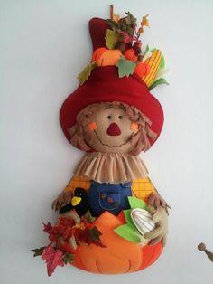Maria Del Carmen Serrano's media content and analytics Moldes Halloween, Adornos Halloween, Halloween Sewing, Halloween Quilts, Halloween Doll, Halloween Crafts, Halloween Decorations, Halloween Rocks, Fall Halloween