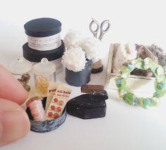 去年オーダーされていた 作品が出来つつあります  もう少しで完成っ!! #ミニチュア #ミニチュア雑貨 #ミニチュア小物 #ソーイング #miniature #ハンドメイド #handmade