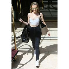 Perrie Edwards can't hide her smile after Teen Choice performance ❤ liked on Polyvore featuring little mix, perrie edwards, fotos, perrie and models