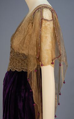 TRAINED VELVET BELLE EPOCH GOWN with JEWELED BODICE 1913