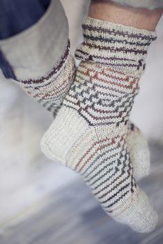 Diskret mönstrade herrsockor Novita 7 Bröder | Novita knits