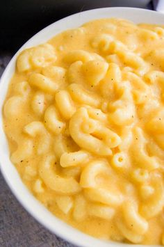 Super creamy and cheesy Stove Top Mac and Cheese. You are going to love this simple recipes, plus it's a hit with the kids! Simple Macaroni And Cheese Recipe, Homemade Mac And Cheese Recipe Easy, Stovetop Mac And Cheese, Mac Cheese, Slow Cooker Recipes, Beef Recipes, Cooking Recipes, Cheese Recipes, Meals