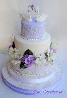 Wedding cake with swans Purple Wedding Cakes, Beautiful Wedding Cakes, Beautiful Cakes, Amazing Cakes, Cake Icing, Fondant Cakes, Cupcake Cakes, Fox Cake, Candy Cakes