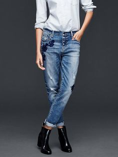 Love these jeans!!! Need some kind of navy booties to go with them.