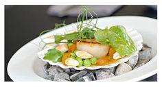 Kødbyens Fiskebar is one of the few fish restaurants in Copenhagen, and has even been awarded the Bib Gourmand title in Guide Michelin Nordic Cities. Copenhagen, Mexican, Favorite Recipes, Restaurant, Chicken, Ethnic Recipes, Food, Diner Restaurant, Essen