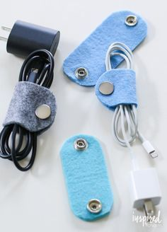 DIY felt cable organizer - travel accessories / travel organization via . - DIY felt cable organizer – travel accessories / travel organization via … - Fabric Crafts, Sewing Crafts, Sewing Projects, Sewing Ideas, Inspired By Charm, Navidad Diy, Cable Organizer, Diy Organizer, 242