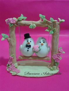 Topo de bolo para casamento Cardboard Box Crafts, Cool Paper Crafts, Vase Crafts, Diy Arts And Crafts, Diy Crafts, Polymer Clay Dolls, Polymer Clay Crafts, Rodjendanske Torte, Art For Kids