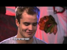 """Behind-the-scenes: Chicago Blackhawks attempting to sing """"Here Come the Hawks"""" (2008) - YouTube"""