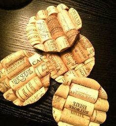 Protect your tables with these stylish DIY wine cork coasters. Get the tutorial at Karied Away. Wine Craft, Wine Cork Crafts, Wine Bottle Crafts, Wine Bottles, Wine Cork Coasters, Diy Coasters, Wine Cork Table, Champagne Cork Crafts, Diy Cork