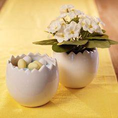 """1,073 likerklikk, 7 kommentarer – Interiør, gaver, ting & sånt (@kremmerhuset) på Instagram: """"Herlige skåler formet som eggeskall 🐣 Perfekt til påske! Kan fylles med både godis og blomster 👌🏻🍬🌼…"""""""