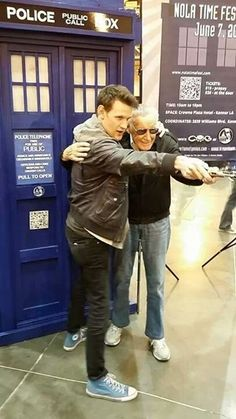 Matt Smith and Stan Lee in New Orleans. love Matt's shoes! Epic picture!