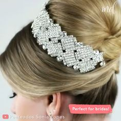 Still haven& found THE bridal hairstyle, then this might be it! Still havent found THE bridal hairstyle, then this might be it! Bridal Hair Buns, Bridal Hairstyle, Hairstyle Men, Style Hairstyle, Cute Hairstyles For Medium Hair, Up Hairstyles, Female Hairstyles, Hair Up Styles, Medium Hair Styles