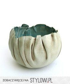 PROJECT: faking it. Make a ceramic vessel that looks like it's made of something other than clay (wood, metal, fabric, cardboard) hand built porcelain bowl Hand Built Pottery, Slab Pottery, Pottery Bowls, Ceramic Pottery, Pottery Art, Ceramic Clay, Ceramic Bowls, Sculptures Céramiques, Keramik Vase