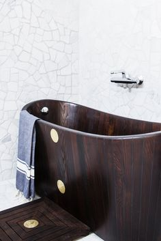 Content filed under the Bathtubs taxonomy. Wooden Walls, Wooden Furniture, Furniture Design, Modern Baths, Modern Bathroom, Wooden Stools, Bathroom Inspiration, Bathroom Ideas, Traditional Bathroom