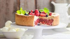 Ranskalainen marja-raparperikakku - K-ruoka Something Sweet, Cheesecake, Fruit, Desserts, Food, Kitchens, Tailgate Desserts, Cheese Cakes, Dessert