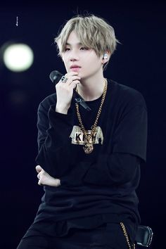 Image uploaded by 𝓱𝓸𝓾𝓼𝓮 𝓸𝓯 𝓬𝓪𝓻𝓭𝓼. Find images and videos about kpop, bts and bangtan boys on We Heart It - the app to get lost in what you love. Jimin, Min Yoongi Bts, Min Suga, Bts Bangtan Boy, Namjoon, Taehyung, Seokjin, Foto Bts, Bts Photo