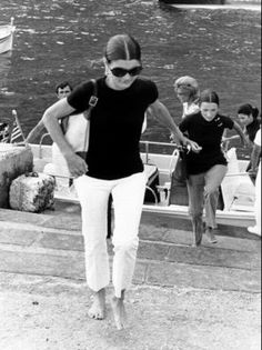 Jackie Onassis love her style, white capri, black top and black sunglasses
