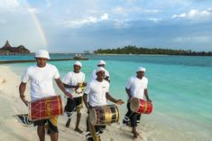 5 Gründe Malediven Urlaub - The Chill Report empfiehlt Sri Lanka, Luxury, Bags, Snorkeling, Starry Night Sky, Water Sports, Surfing, Handbags, Bag