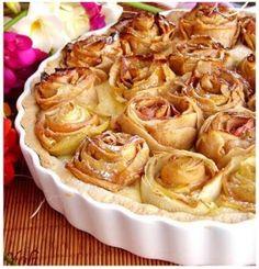 Torta decorada com rosas de casca de maçã