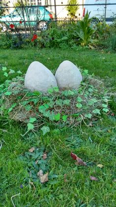 Paper mache balloons with white kitchen roll to make dinosaur eggs! Any dinosaur lover will adore these!