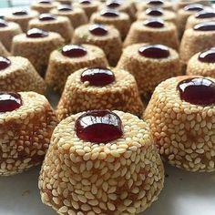 250 grams butter 2 egg yolks 1 teaspoon of baking . Eid Sweets, Ramadan Desserts, Somali Recipe, Cherry Sauce, Arabic Dessert, Turkish Recipes, Cake Cookies, Cookie Recipes, Food To Make
