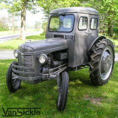 """1939 Ford model the cab is an aftermarket """"Bruco Cab"""" made by the Brumbaugh Body Co. Antique Tractors, Vintage Tractors, Vintage Cars, Old Ford Trucks, Ford Tractors, Pickup Trucks, Old Farm Equipment, Heavy Equipment, Tractor Cabs"""