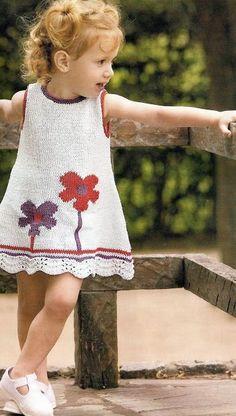 Dress with flowers Knit Baby Dress, Crochet Baby Clothes, Crochet Girls, Crochet For Kids, Baby Knitting Patterns, Knitting For Kids, Baby Sweaters, Little Girl Dresses, Toddler Dress