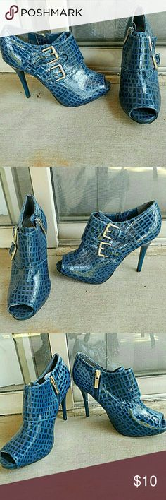 Blue Anne Michelle Heels Anne Michelle brand, Blue ankle boots with peep toe, Silver metal, Zipper closure, 4 inch heel, Size 6.5, Pre-used barely noticeable signs of wear  #bluebooties #blueboots #anneamichelle #snakeskin #annemichelleboots #peeptoebootie Anne Michelle Shoes Ankle Boots & Booties