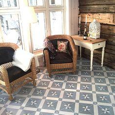Historiske fliser – Historiske fliser med røtter tilbake til 1800-tallet Floor Cloth, Home Renovation, Wicker, Flooring, Chair, Closets, Stencil, Furniture, Home Decor