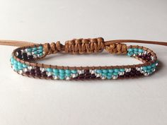 Loom Beading Tear de miçangas This is leather and beads does not look like loom work. csa