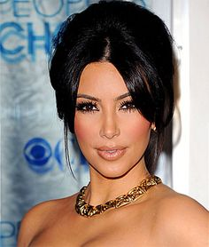 I love kim kardashians dark smokey eye in this photo. It's very neat and brings out her dark brown eyes. she looks stunning. No matter how hard I try this makeup look is far from kardashian, on me.