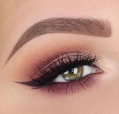 Natural plum and brown smokey eye with burgundy winged liner to accent the red-violet undertones. #smokeywingedliner #wingedlinersimple