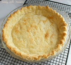 Mom's No Fail Flaky Pie Crust - Family Table Treasures - Food - Torten Double Pie Crust Recipe, No Fail Pie Crust, Pie Dough Recipe, Easy Pie Crust, Homemade Pie Crusts, Pie Crust Recipes, Pastry Recipes, Pie Crust Recipe Vinegar, Never Fail Pie Crust Recipe