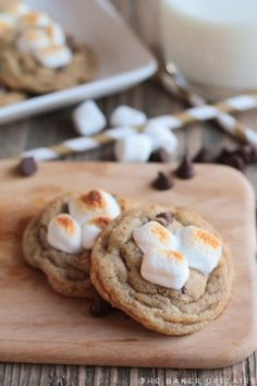 Toasted marshmallow s'mores cookies - so gooey, flavorful, and delicious! www.thebakerupstairs.com