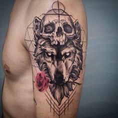 Diseño basado en diferentes bocetos del gran tatuador e ilustrador Fredao Oliveira y alguna imagen de internet. Era la primera vez que hago este estilo y muy contento con el resultado. Muchas gracias Jorge por la cofianza y por las horas de tren...Realizado con tintas @viking_inks distribuidas por @amtattoopiercing #tattoovalencia #tattoo#tatuajevalencia #tatuaje#ilustration#ilustracion#wolftattoo#wolf#lobo#ilustracion#viking_ink #vikingink #vikinginkusa #thebestspaintattooartists…