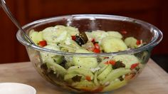 Cucumber, Wakame, and Red Pepper Salad Recipe Raw Food Recipes, Diet Recipes, Cooking Recipes, Healthy Recipes, Wakame Salad, Body Ecology Diet, Healthy Grains, Healthy Sugar