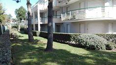 En rez de chaussée, dans une résidence arborée à proximité de la plage  à la Baule les Pins.  Appartement T2 de 34 M². Entrée avec placard, séjour sur terrasse orientée ouest, cuisine équipée et aménagée, chambre avec placard, salle de bains, WC. Cave en sous-sol. Parking extérieur.  Proche commerces. A voir rapidement !  Contact: Dominique: 06 99 84 78 33 dont 4.69 % honoraires TTC à la charge de l'acquéreur.  Copropriété de 48 lots    Charges annuelles : 480 euros.